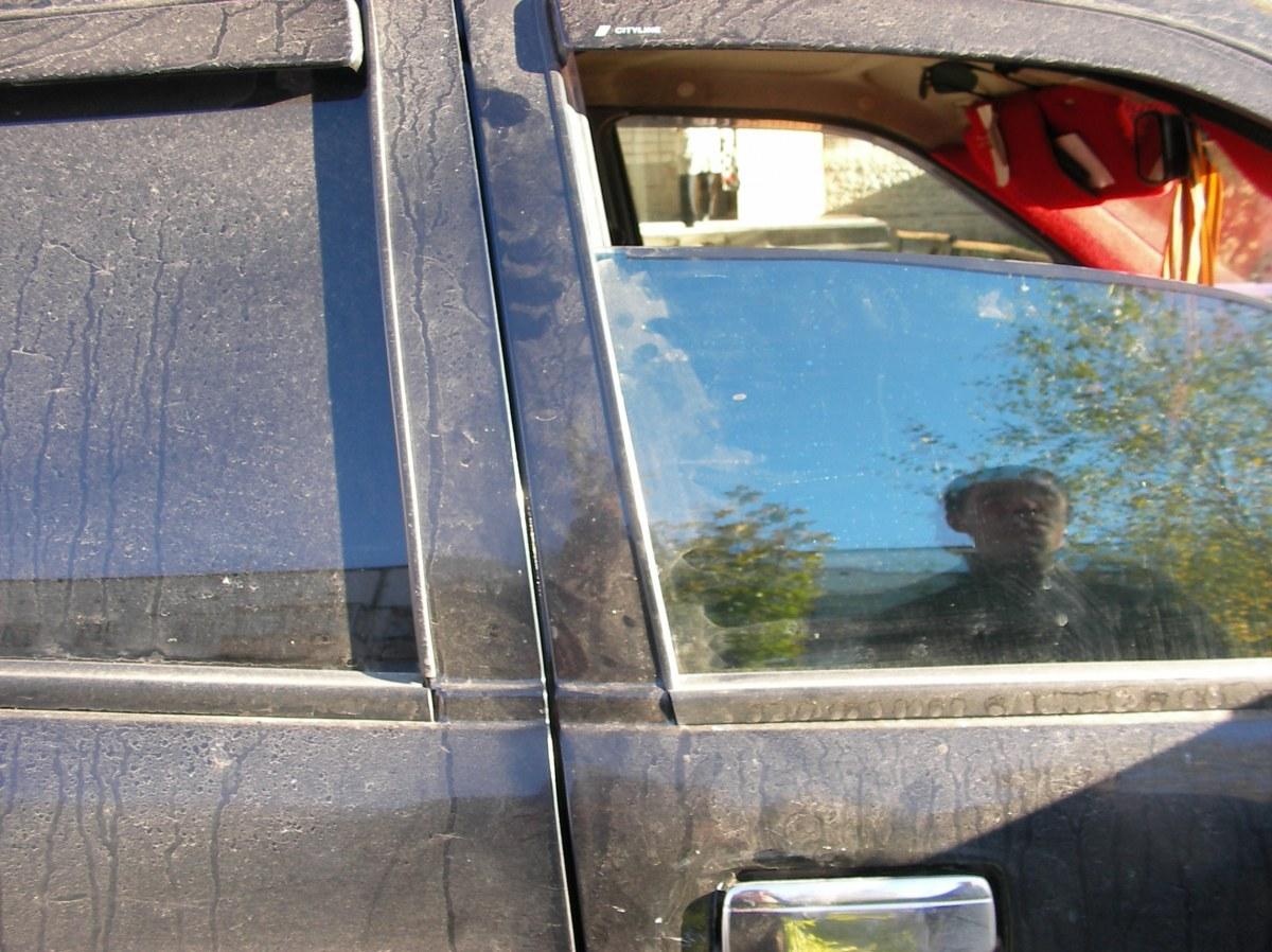 Как затонировать стекла на авто своими руками 78